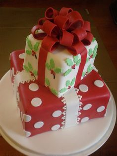 Nice idea with the piping on the bottom tier