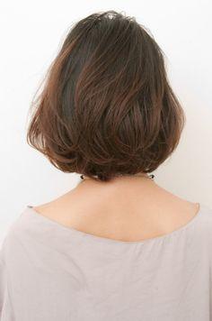 アンニュイな揺らぎボブ hs62623 | ANTI(アンティ)のヘアスタイル・髪型・ヘアカタログを探すなら楽天ビューティ。毛先の動きでアンニュイさにクールな印象をミックスさせ二面性を楽しむボブ。大きめのロッドで毛先にワンカールのパーマをかけ、色っぽいニュアンスのある揺らぎ感をプラス・・・