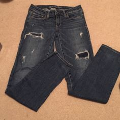AMERICAN EAGLE Straight Jeans Super fun and in awesome condition! American Eagle Outfitters Jeans Straight Leg