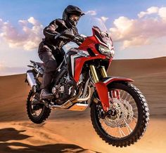 Built for speedy adventure, the 2016 Honda CRF1000L has all the poise, handling and kickass spirit of its predecessor, the XRV750 Africa Twin, which went off the market 12 years ago.
