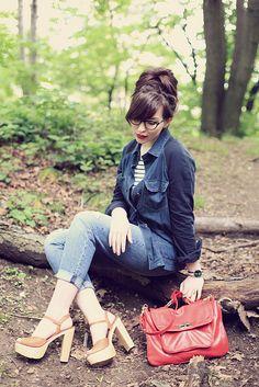 Love the hair, top, jeans, shoes, bag, girl! #keikolynn