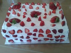 gâteau au fraise Cake, Desserts, Food, Cooking Food, Meal, Recipes, Pie Cake, Tailgate Desserts, Pastel