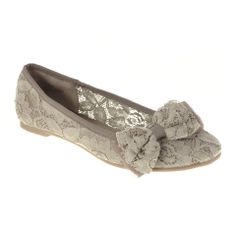 Lace flat wedding shoes with bow.