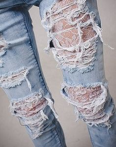 Ripped light jeans with lace tights Diy Fashion, Ideias Fashion, Fashion Beauty, Fashion Outfits, Womens Fashion, Fashion Tights, Lace Jeans, Lace Tights, Tights Under Jeans
