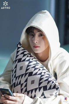 Suho, Pretty Boys, Cute Boys, Korean Celebrities, Celebs, Cha Eunwoo Astro, Astro Wallpaper, Lee Dong Min, Handsome Korean Actors