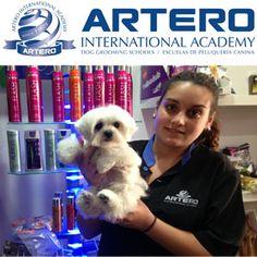 Fórmate en peluquería canina como Almudena que ya es alumna de Artero Academy en Cádiz. Disponemos de varios centros en toda España, con horarios flexibles y seguro desde el primer día de clase. Todas las clases son prácticas con perro real. +info 935150035
