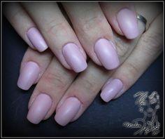 Narural nails with matt effect