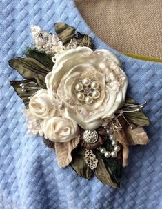 wedding silk brooch dress pin flower corsage bride ivory cream bride lace L Shabby Chic Flowers, Burlap Flowers, Lace Flowers, Felt Flowers, Vintage Flowers, Fabric Flowers, Brooches Handmade, Handmade Flowers, Fabric Flower Brooch