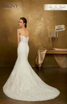 Style ANVXYOniellaCrystal beaded, frosted lace applqiués on tulle with hemlace over chantilly laceDetachable tulle train