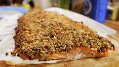A halászlén és a rántott pontyon túl is van élet: következzen egy recept, amire még azok is rá fognak kattanni, akik alapvetően nincsenek oda a halakért. Ropogós magkéregben sült lazac egy laza kis tejszínes mártással: fantasztikus ünnepi fogás, amit sütéssel együtt 40 perc…