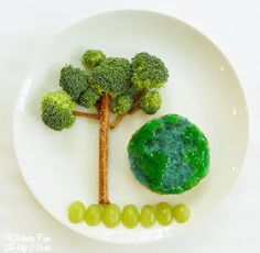 Earth Day is tomorrow and here is a fun lunch we came up with to celebrate Earth Day! This Earth Day PB&J Lunch is easy to make and fun for the kids! Food Art For Kids, Fun Snacks For Kids, Kid Snacks, Kids Fun, Toddler Meals, Kids Meals, Toddler Food, Cute Food, Good Food