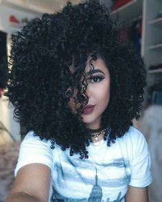 Afro hair is typically associated with natural curls that have a thick, frizzy texture. Such a distinctive type of hair might seem hard to manage, but this has not stopped African beauties from spo… Messy Hairstyles, Pretty Hairstyles, Curly Hair Styles, Natural Hair Styles, Natural Curls, Biracial Hair, Pelo Afro, Natural Hair Inspiration, Gorgeous Hair