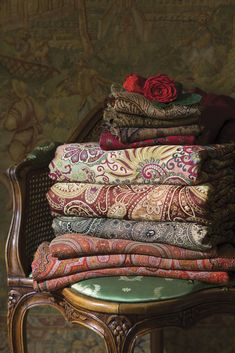 Calming Pictures, Linen Couch, Paisley, Empress Josephine, Victoria Magazine, Quilt Material, Linens And Lace, Classic Beauty, Home Textile