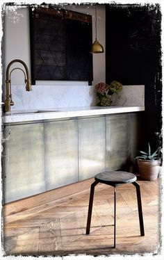 Aged brass kitchen panel by Quirky Interiors- kitchen Bronze Kitchen, Brass Kitchen, Metal Kitchen Island, Metal Kitchen, Kitchen Design, Kitchen Doors, Interior, Kitchen Interior, Wall Cladding