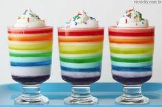 Quer fazer uma sobremesa leve e divertida? Faça gelatina em camadas coloridas. Muito fácil de