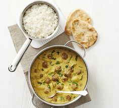 Turkey meatball & pineapple curry 4.5 (2 ratings) By Cassie BestMagazine subscription – 3 issues for £3 Cooking time Prep:15 mins Cook:25 mins Skill levelEasyServingsServes 4 Try a new spin on korma- use lean turkey mince and roll into balls then serve in a coconut-based sauce with fruit and coriander