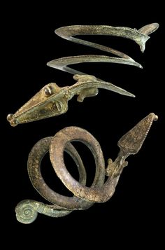 Burkina Faso | Spiral snake bracelet from the Bobo people; bronze. 570gr | ca. early 20th century | Est. 450 - 500€ ~ (Mar '15)
