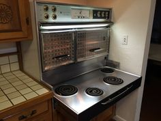 Mid Century Modern electric kitchen stove--it's the 1961 Frigidaire Flair electric range