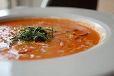 Compartimos la receta de un sabroso puré de zanahoria elaborado con ingredientes asequibles, accesibles y sanos. No solo destaca por su sabor dulzón, sino por el llamativo color anaranjado que adquiere. Queda absolutamente exquisito, y apenas tardarás 30 minutos en elaborarlo