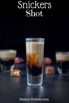 Shot This Snickers shot has only three ingredients: Kahlúa, Frangelico and Baileys Irish cream! So delicious and reminiscent of the famous candy bar! via Snickers shot has only three ingredients: Kahlúa, Frangelico and Baileys Irish c Liquor Drinks, Cocktail Drinks, Cocktail Recipes, Alcoholic Drinks, Cocktail Shaker, Beverages, Recipes Dinner, Shots Drinks, Bar Shots