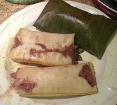 Tamales with beans (pisques) Latin American Food, Latin Food, Honduran Recipes, Mexican Food Recipes, Masa Recipes, Cooking Recipes, Sweet Tamales, El Salvador Food, Gastronomia