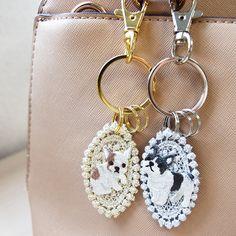 【キーチェーン】パグ かわいい ハンドメイド 刺繍 犬 キーホルダー | AJPストア