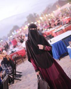 "1,207 Likes, 20 Comments - Founder Hijab Galeria (@rohani_osman_) on Instagram: ""Kabus..... . . cukup indah...  . . . Instant Mermaid x Tunic Medina... by @hijabgaleria . . .…"""