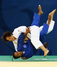 Judo Tanimoto Ayumi throws Lucie Decosse at the Olympics Beijing Olympics, 2012 Summer Olympics, Judo Throws, Ju Jitsu, Martial Arts Women, Olympic Athletes, Olympic Champion, Brazilian Jiu Jitsu, Martial