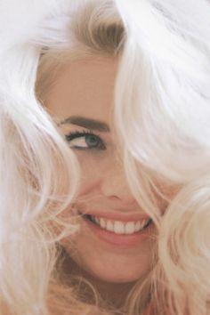 white hair & dark eyebrows <3