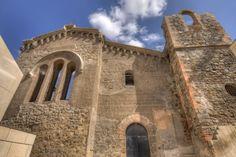 """El Castillo de la Concepción del s. XIII o XIV.    ...  quedó en ruinas y a principios del siglo pasado el Ayuntamiento se planteó, derruirlo.  En  la dictadura de Primo de Rivera los alrededores del castillo se restauraron y se convirtieron en un gran parque público lleno de animales, aunque el castillo seguía en ruinas. Cuando se formó el consorcio """"Cartagena Puerto de Culturas"""" al fin el castillo se restauró y se hicieron varios museos  de Cartagena en la Torre del Homenaje del Castillo."""