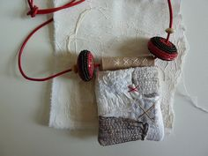 Freewheeling pouch necklace - love this! - http://www.jewelryamazing.com/jewelry-diy/freewheeling-pouch-necklace-love-this/