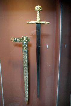 """""""Joyeuse o espada de Carlomagno"""". Espada de coronación de los Reyes de Francia. Trésor de l'abbaye de Saint-Denis., X - XIVe siècle.  Musée du Louvre, Inv. nº MS84;D934"""