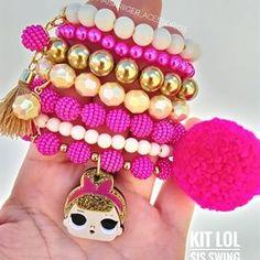 Uma lindeza só nossa lol SIS SWING ♡ ▪Trabalho no varejo e também no atacado com valores especiais ! Para comprar entre em contato comigo pelo Whats App 27999437380 ! . #acessoriosinfantil #acessoriosdeluxo #acessoriosinfantisdeluxo #acessóriosinfantis #acessoriosfemininos #acessories #acessórios #acessoriosatacado #acessoriosdemenina #minifashionista #kids #meninas Little Girl Jewelry, Kids Jewelry, Jewelry Making Beads, Beaded Jewelry, Beaded Bracelets, Kids Bracelets, Summer Bracelets, Handmade Bracelets, Handmade Jewelry