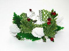 Blumen perle Armband Blume Armband grünes rotes weißes Perlen Knospe boho Perlenweben Schmuck Korn schmuck Handgemachtes Armband Ethnisches Armband Geschenk für Frau