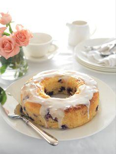 Lemon Curd & Blueberry Cake