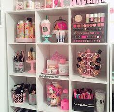 girl, mac, and pink image Makeup Beauty Room, Beauty Room Decor, Makeup Room Decor, Makeup Rooms, Cute Room Decor, Teen Room Decor, Room Ideas Bedroom, Bedroom Decor, Makeup Storage Organization