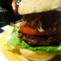 Hambúrguer recheado com queijo |