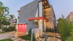 LA West Hollywood Modern Home Features Angular Lines and Geometric Styles - http://www.house-decoratingideas.com/la-west-hollywood-modern-home-features-angular-lines-and-geometric-styles