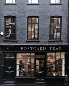 restaurant fachada Postcard Teas London heydavina Ive always loved the smart black shopfront of postcardteas but on a Monday morning are you drinking tea or coffee Im a morning coffee person tea in the afternoon Café Restaurant, Restaurant Design, Coffee Shops, London Coffee Shop, Terrazo, Cafe Shop, Shop Fronts, Shop Around, Boutiques