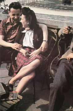 vintage everyday: Rare Color Photos of Parisian couple from between 1930s and 1940s