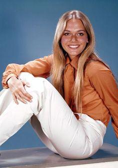 Peggy Lipton. A modelo e atriz ganhou destaque já no final da década de 60, graças ao drama policial The Mod Squad. Ela encantava os olhares com seu look natural, pele bronzeada e cabelos longos.