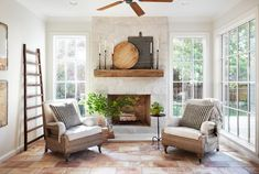 Episode 11 Season 5 HGTV's Fixer Upper Chip & Jo Gaines is part of Farm house living room - Dreaming of France after seeing episode 11 of Fixer Upper View photos from the episode and learn how to incorporate French chateau design in your own home Casas Magnolia, Morrison Homes, Fixer Upper Living Room, Sunroom Decorating, Decorating Ideas, Sunroom Ideas, Decor Ideas, Style Deco, Magnolia Homes