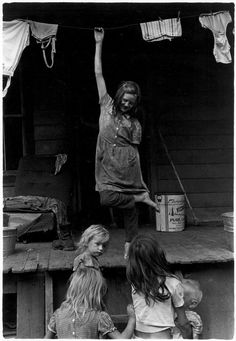 Girl on porch with other children below, Cornett family, rural Kentucky, 1964 // William Gedney Appalachian People, Appalachian Mountains, Old Pictures, Old Photos, Vintage Photographs, Vintage Photos, Grapes Of Wrath, Dust Bowl, San Francisco Museums