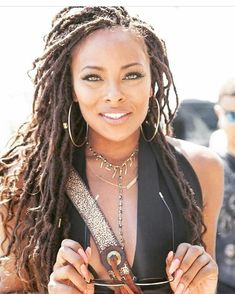 Braids make hair grow. So we think it's thanks to the braids! Certainly the protective hairstyles of this type allow our… Continue Reading → Black Girl Braids, Girls Braids, Natural Beauty Tips, Natural Hair Styles, Faux Locs Hairstyles, Hairstyles Videos, Luscious Hair, Black Girls Hairstyles, Mode Outfits
