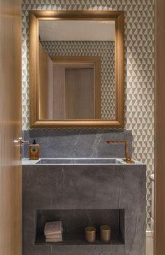 Estúdio Lorena Couto se inspira em: Lavabo, cuba esculpida, metais cobre, In House
