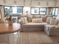 Camper Renovation 420594052701172675 - Check out this list of ideas with pictures and links that will help you find the perfect RV sofa bed of your camper, wheel or trailer. Source by AnastasiaRrrrr Tyni House, Tiny House Living, Rv Living, Rv Sofa Bed, Bed Mattress, Rv Homes, Camper Renovation, Camper Makeover, Remodeled Campers