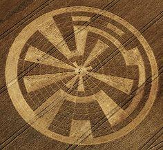 Crop circle, love the design of this one.Crop Circles, Círculos en los cultivos