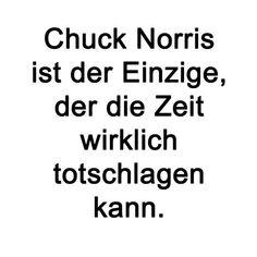 Chuck Norris schlägt Zeit tot. Lustig witzig Sprüche Bild Bilder