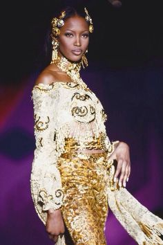 @Naomi Campbell somptueuse chez Atelier @Cameron Versace. Era il Spring 1992 ..