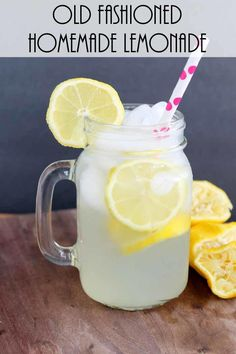 Old Fashioned Homemade Lemonade - a recipe for a single serving that you will love! Get this old fashioned homemade lemonade recipe that makes just one glass. Perfect for enjoying a glass of lemonade when you don't want to make a pitcher! Single Serving Lemonade Recipe, Good Lemonade Recipe, Healthy Lemonade, Best Lemonade, Homemade Lemonade Recipes, Strawberry Lemonade, Homeade Lemonade, Lemonade Recipe By The Glass, Cocktails